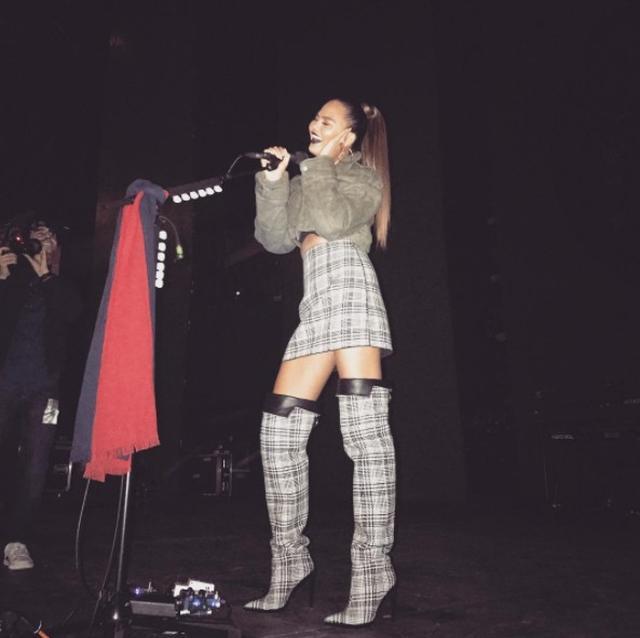 画像: 人気モデルの歌っている姿がアリアナ・グランデにしか見えない