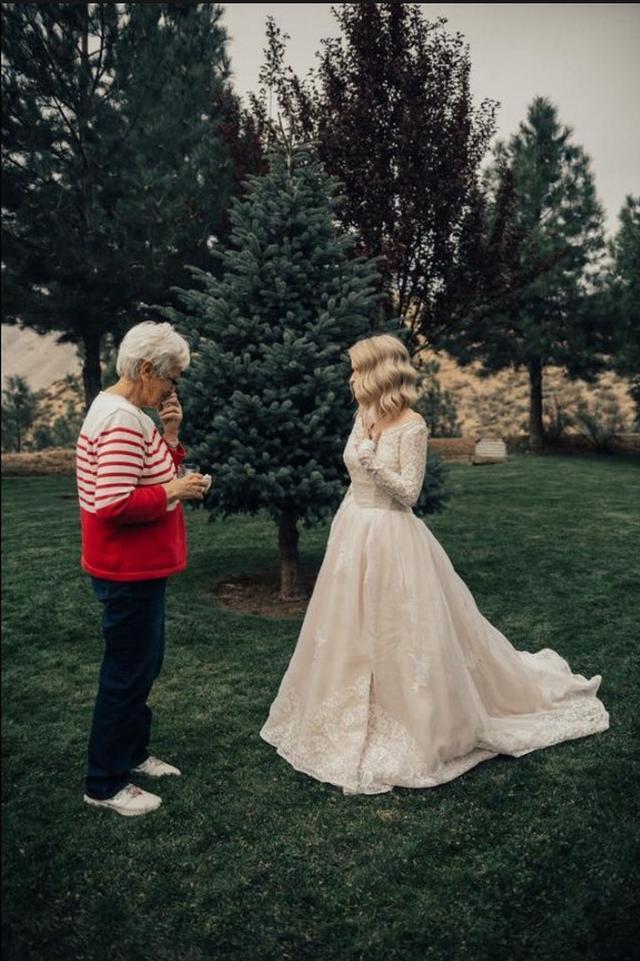 画像2: 1枚のドレスは、世代を超えて幸せを運んだ