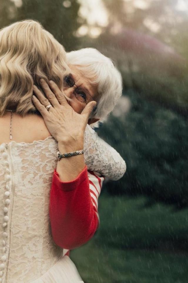 画像3: 1枚のドレスは、世代を超えて幸せを運んだ