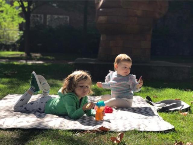 画像: 3歳の息子オースティンと1歳の娘デイジー。