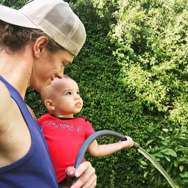 画像: ライアンと息子のジョージーくん。