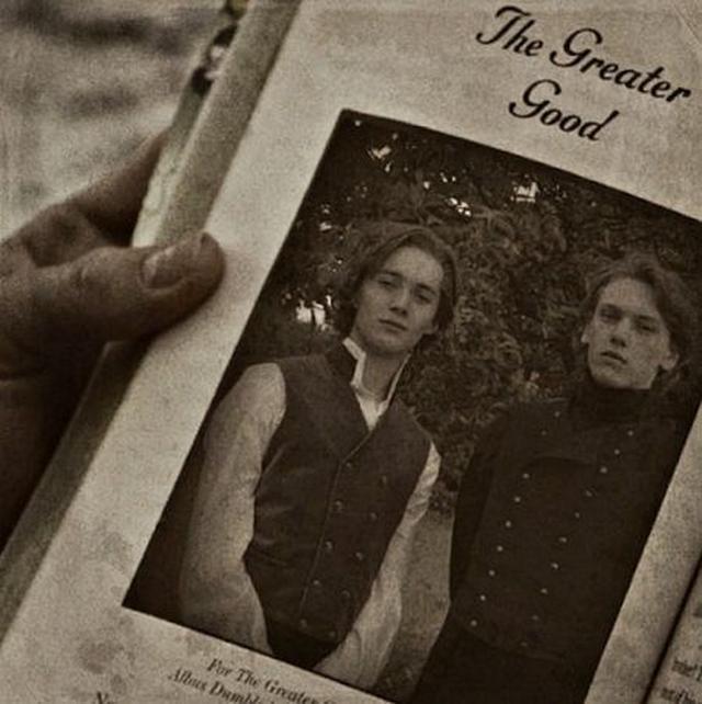 画像: 映画『ハリー・ポッターと死の秘宝』のワンシーンに登場した若き日のダンブルドアとグリンデルバルドの2ショット。