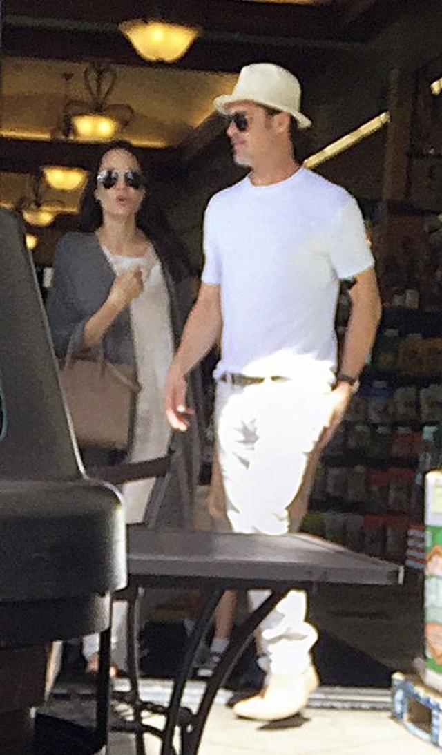 画像: 7月4日の朝には一緒にスーパーで独立記念日の食材を買いに出ていたが。この写真が2人が夫婦としてパパラッチされた最後の写真となった。