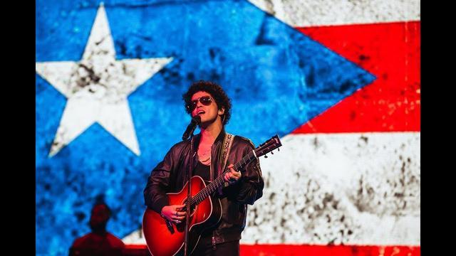 画像: Bruno Mars - Just The Way You Are [ONE VOICE: SOMOS LIVE! Performance] www.youtube.com