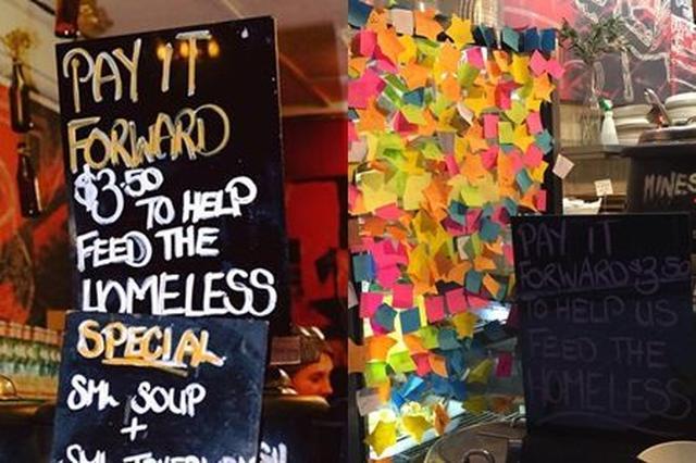 画像: お店にはペイ・イット・フォワードをした人が書いたメッセージが貼られている。 ©Humans In Melbourne/The Soup Place