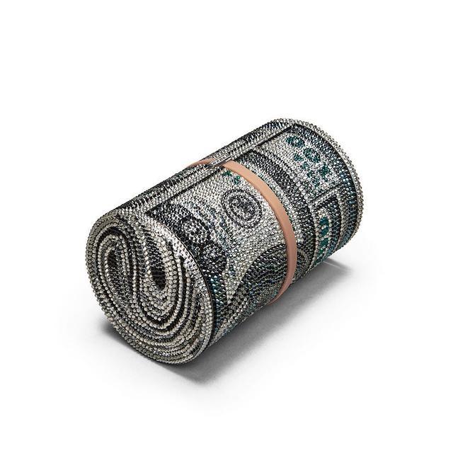 画像: あの人気セレブが持つ55万円の「小さなクラッチバッグ」がまさかの完売
