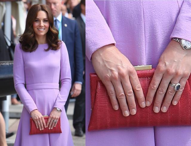 画像: ラベンダーカラーのドレスに赤のクラッチが映えるスタイルにも、やはりネイルはナチュラルカラー。