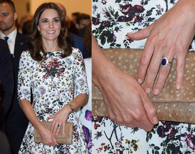 画像: 白地に花柄のドレスにオーストリッチのベージュクラッチがおしゃれなスタイリング。指先はやはりベージュで控えめに。