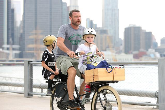 画像5: 愛犬とサイクリング中のリーヴ