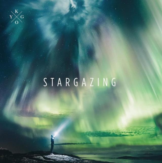 画像: 1: 新曲の「スターゲイジング」を披露