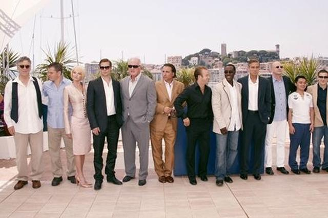 画像: 映画『オーシャンズ13』のキャストとスタッフたち。