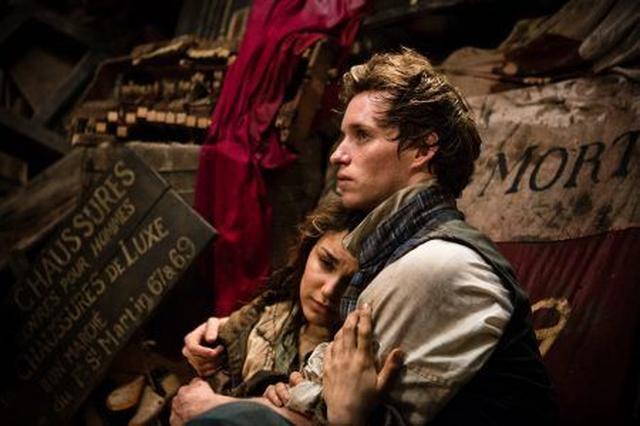 画像: エポニーヌ役に抜擢されたのは過去に舞台版の『レミゼ』に2度出演した経験を持つミュージカル女優のサマンサ・バークス。 ⒸUniversal Pictures