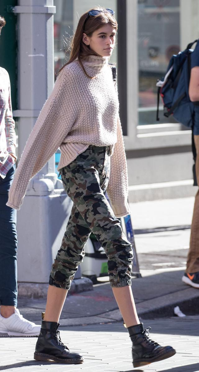 画像3: 16歳の注目2世モデル、H&Mの2,000円のプチプラニットをオシャレに着こなし