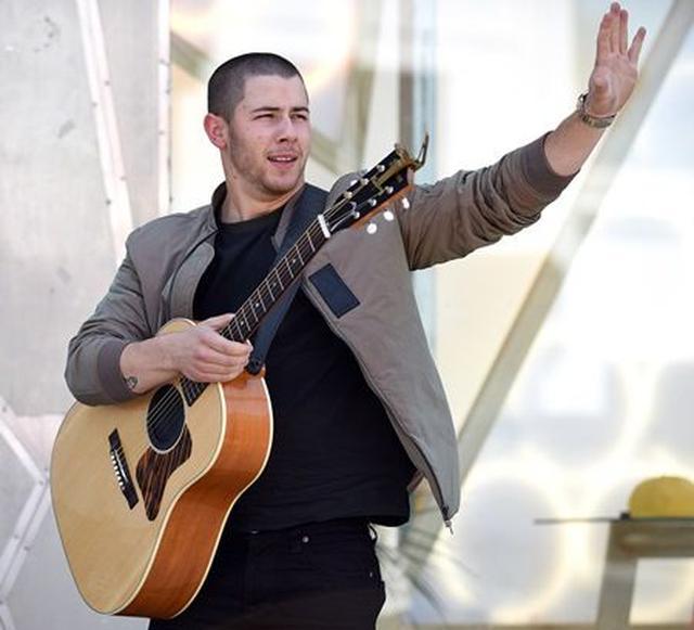 画像: 24歳のポップシンガー、ニック・ジョナスの悩殺ボディにファンが絶叫中