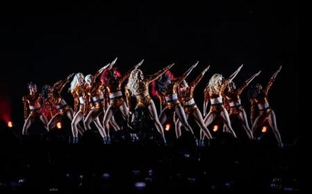 画像2: 今回ビヨンセのワールドツアーでのお気に入りの衣装はどの衣装ですか?