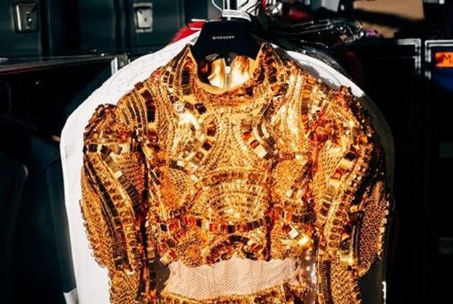 画像1: 今回ビヨンセのワールドツアーでのお気に入りの衣装はどの衣装ですか?