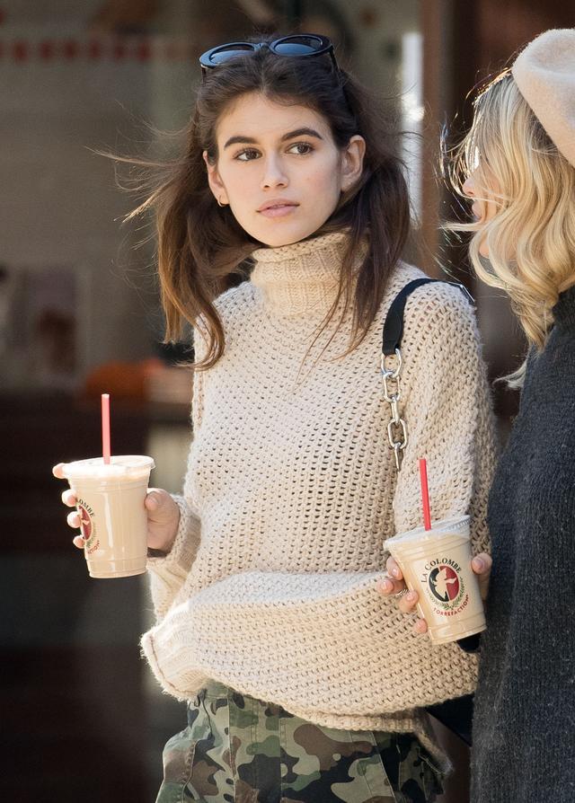 画像4: 16歳の注目2世モデル、H&Mの2,000円のプチプラニットをオシャレに着こなし