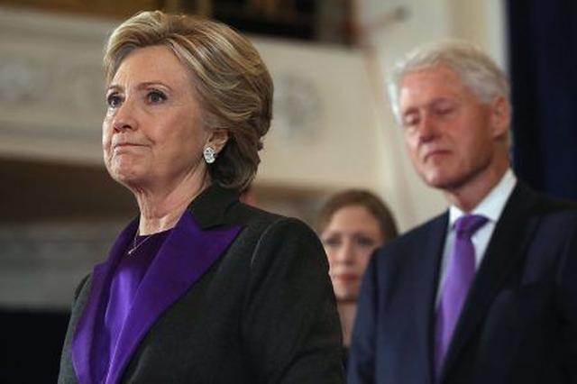 画像1: 敗北宣言したクリントン氏が着ていたスーツの色に隠された深い意味とは?