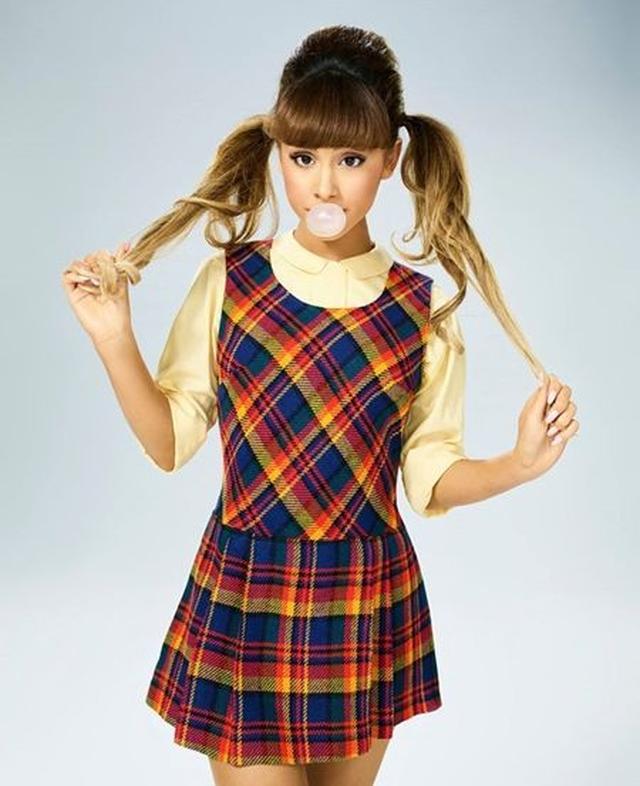 画像: アリアナのキャラクターポスター。ペニー役を演じる。