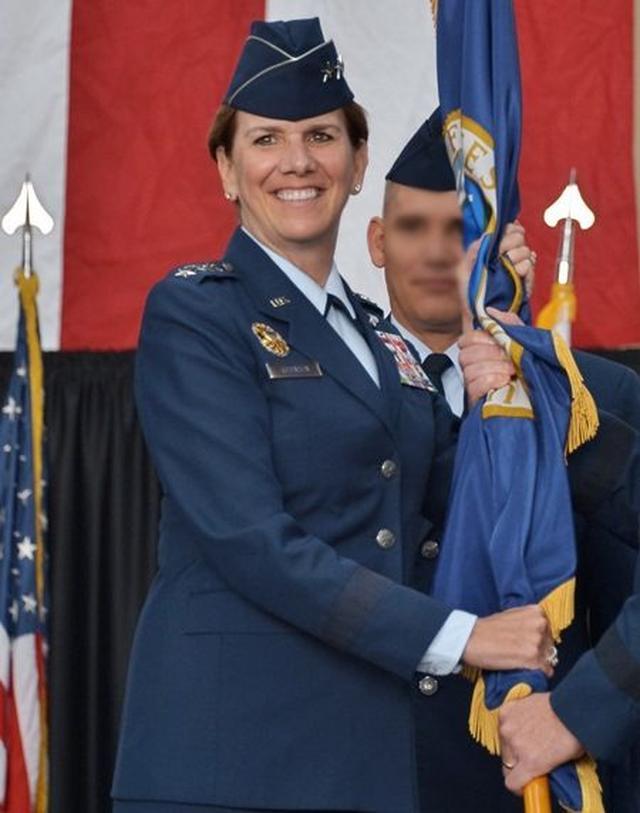 画像: 女性初の「統合軍司令官」