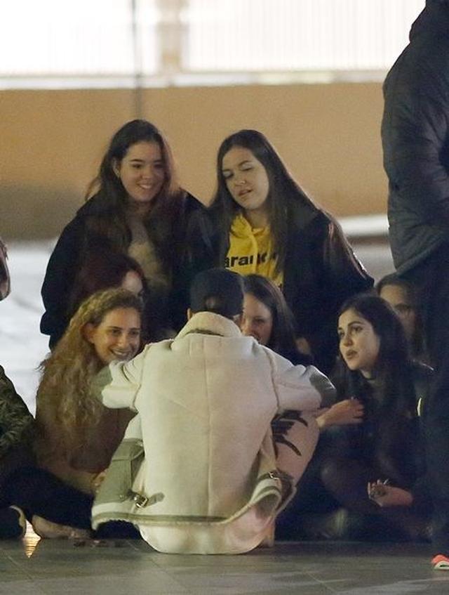 画像: ファンはみんなジャスティンに釘付け。