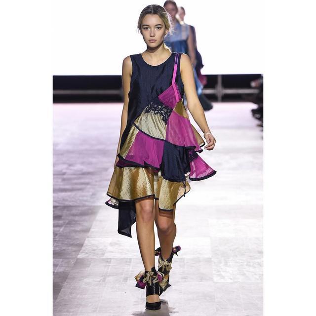 画像1: モデルのサラ・シュナイダー、冬は「毛糸のパンツ」で乗り越える