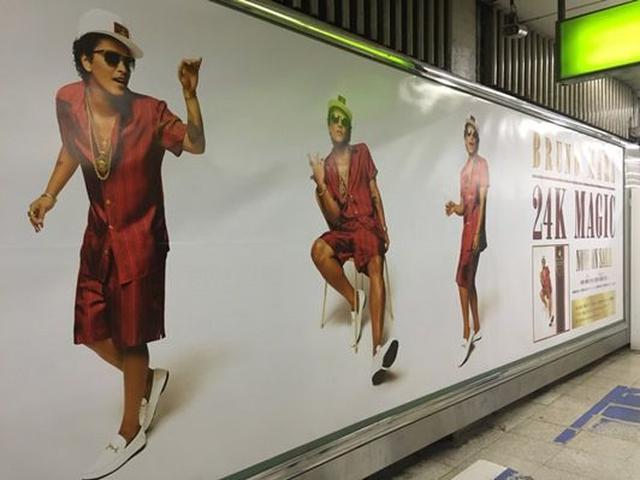 画像: 渋谷に設置されたブルーノ特大ポスター