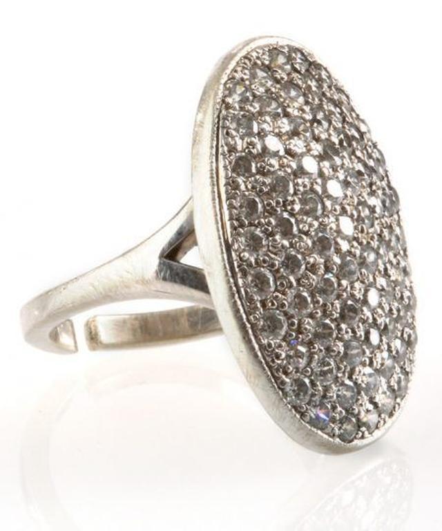 画像1: ベラがエドワードに贈られた婚約指輪 約190万4,000円