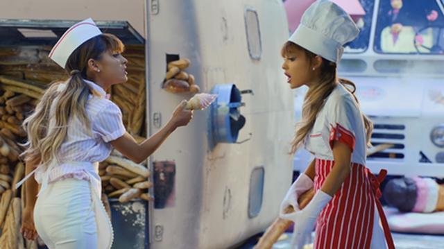 画像: アイスクリーム屋とパン屋を演じるアリアナ。