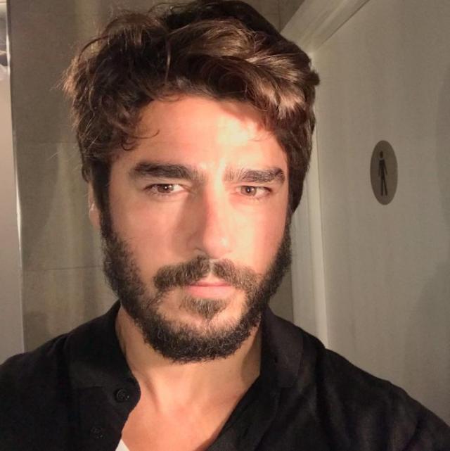 画像: アダムの顔写真。