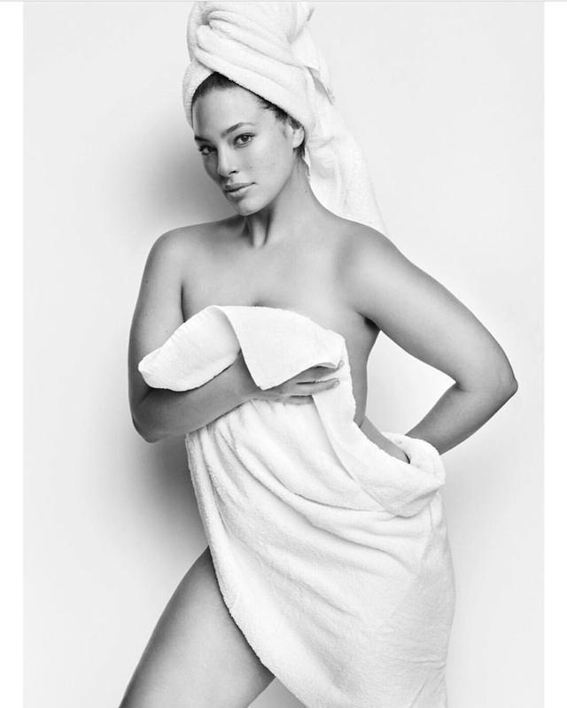 画像1: 人気ぽっちゃりモデルのアシュリー・グラハムが、秘密の場所にあるタトゥーを公開