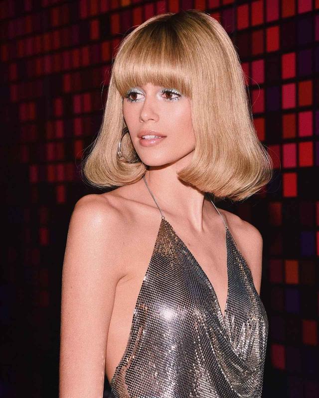 画像1: 16歳美しすぎる2世セレブモデル、70年代風金髪ボブ姿に大胆イメチェン!?