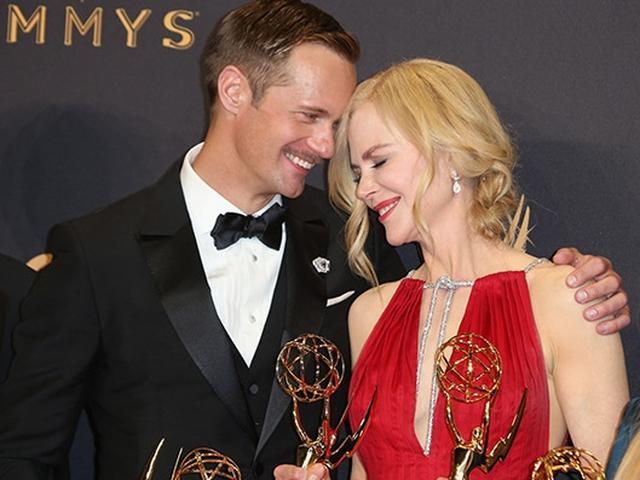 画像: エミー賞で肩を寄せ合い受賞を喜んだ、あまりにも美男美女なアレクサンダーとニコール。