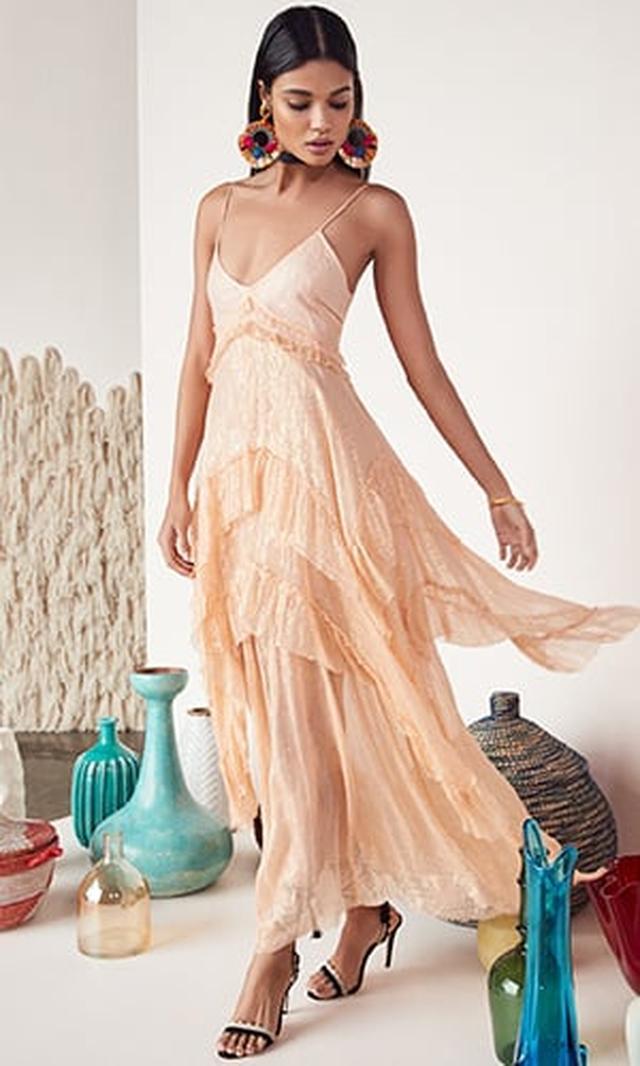 画像: REVOLVE (リボルブ)で、有名デザイナーズブランドの洋服をショッピング