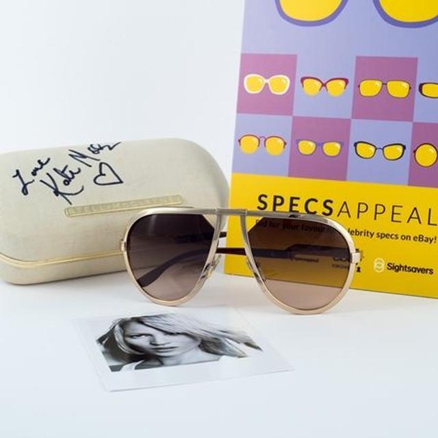 画像: サングラスケースにケイトの直筆サインが入った、Stella McCartneyのサングラス。