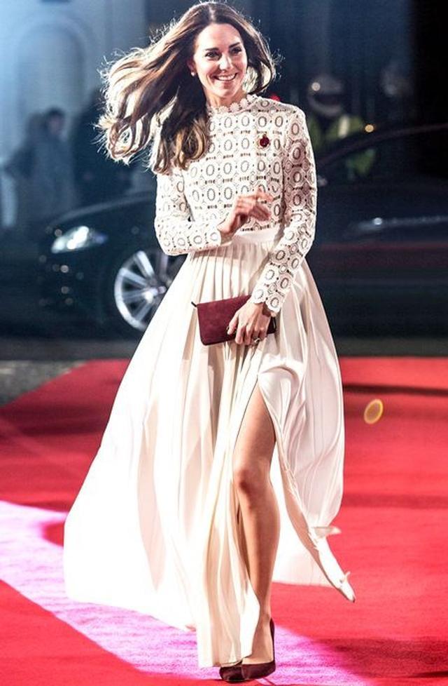 画像: 2016年11月、映画のプレミアのレッドカーペットで美しいドレス姿を披露。