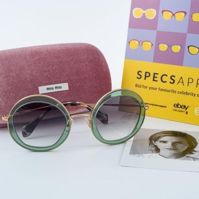 画像: 映画『ハリー・ポッター』のエマ・ワトソンはMiu Miuのサングラスを寄付。