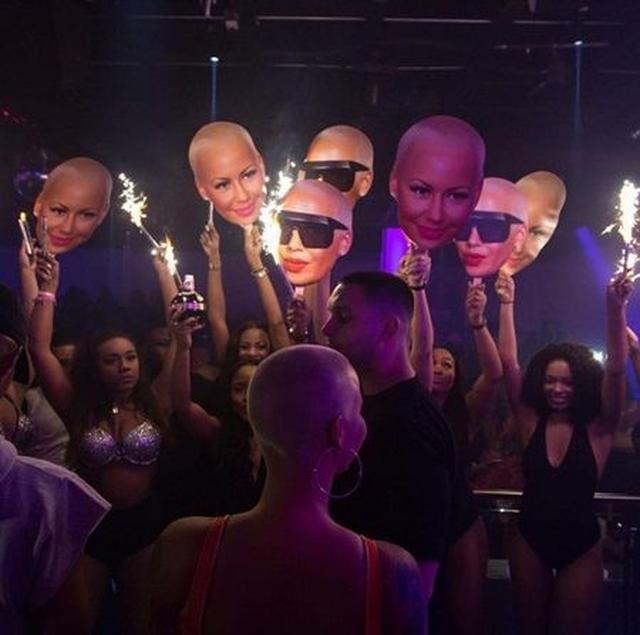画像: モデル兼実業家のアンバー・ローズのパーティーでは大量のデカ顔が。 ©alifebaddies