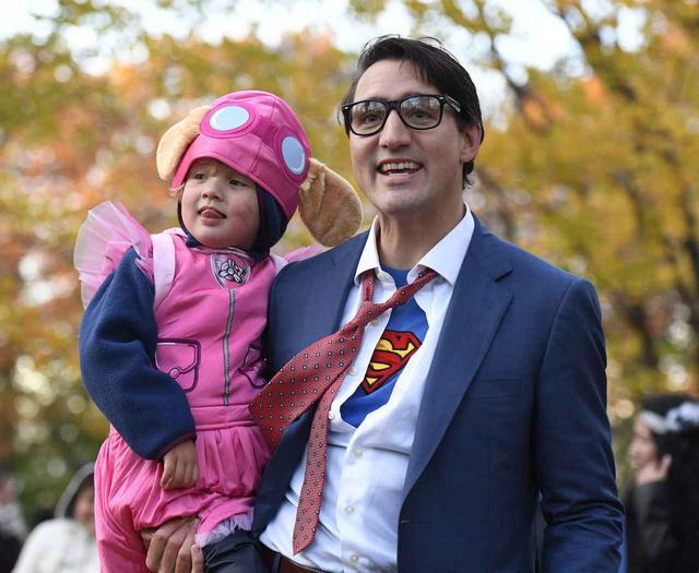 画像2: 首相がスーパーマンに変身
