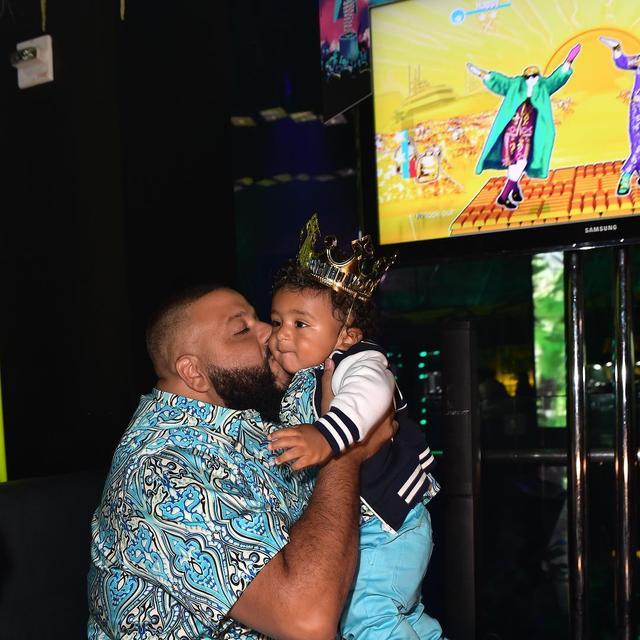 画像1: 人気DJ、1歳の息子に1,000万円の時計をプレゼント、親バカぶりがすごい