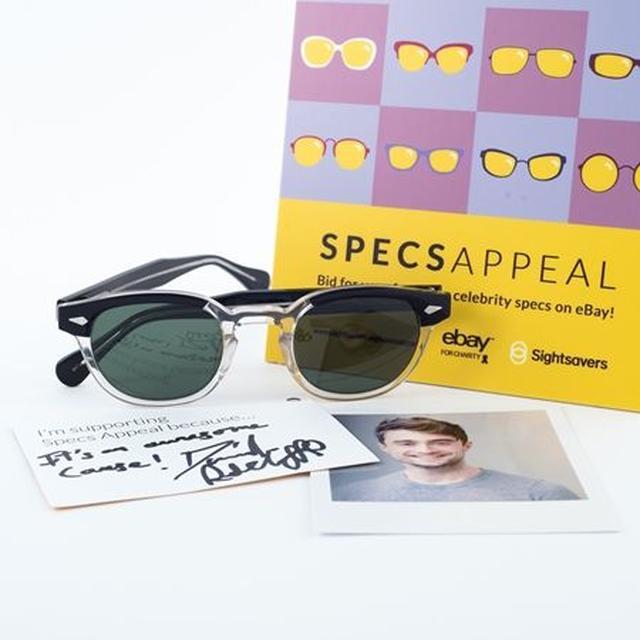 画像: 映画『ハリー・ポッター』のダニエル・ラドクリフは、NYの老舗メガネ店Moscotのサングラス。