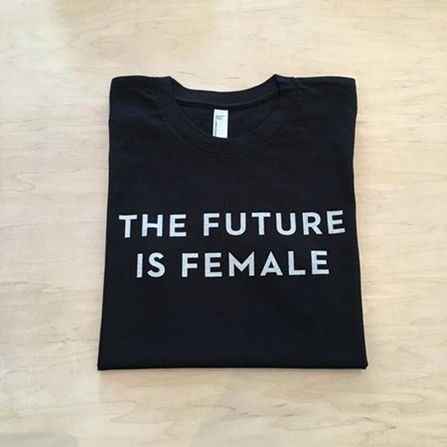 画像: アリアナ愛用!海外でフェミニストTシャツ「THE FUTURE IS FEMALE」が流行中