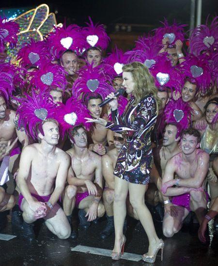 画像: LGBTQ支援者であるカイリー。2012年にはシドニー・ゲイ・アンド・レズビアン・マルディ・グラに出席。