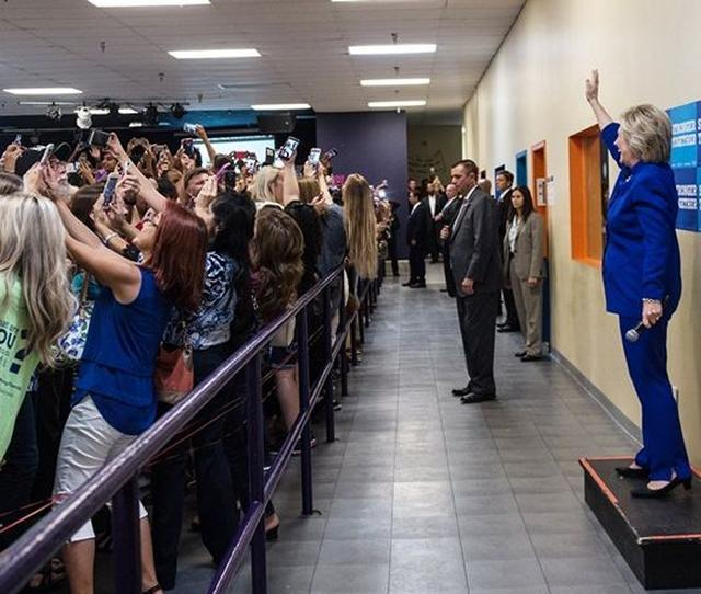 画像: アメリカ大統領選で撮られた「2016年という時代」を完璧に表した1枚の写真 - FRONTROW