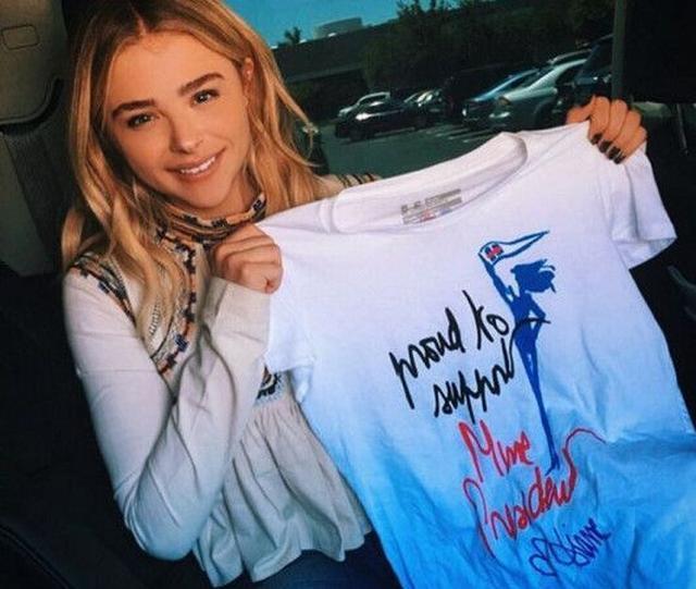 画像: 人気デザイナーが手がける選挙Tシャツを着てセレブたちがヒラリー大統領候補を応援 - FRONTROW