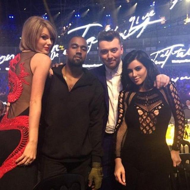 画像: 英シンガーのサム・スミス(中央右)と4人で。 ©Kim Kardashian