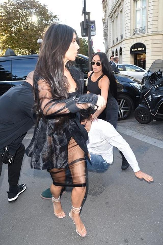 画像: 2、キム・カーダシアン、ジジ・ハディッドを襲った男にイタズラされる @パリ