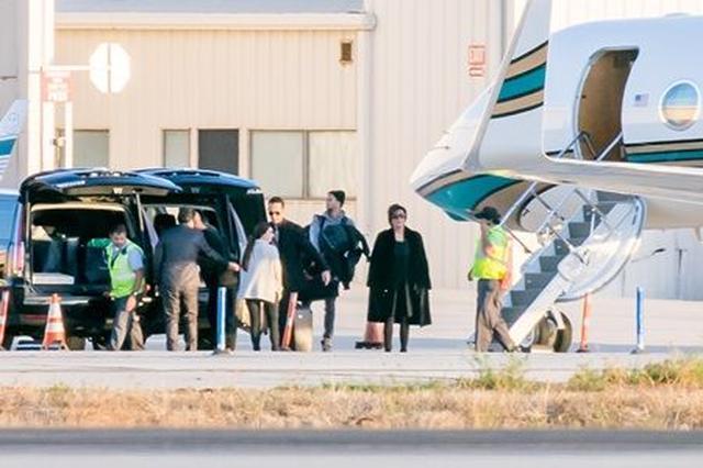 画像: 入院中には、カニエの妻キム・カーダシアンの母親であるクリス・ジェナーも、プライベートジェットで病院へ見舞いに訪れていた。