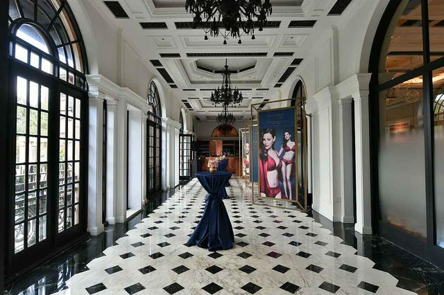 画像1: 『アルマゲドン』リヴ・タイラー、エッセンス バイ トリンプの新作発表に登場