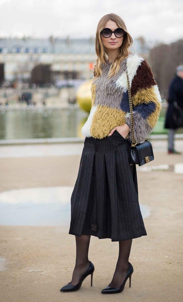 画像3: 寒くても着たい!秋冬のミディ丈スカートでも暖かく着こなす足元テク